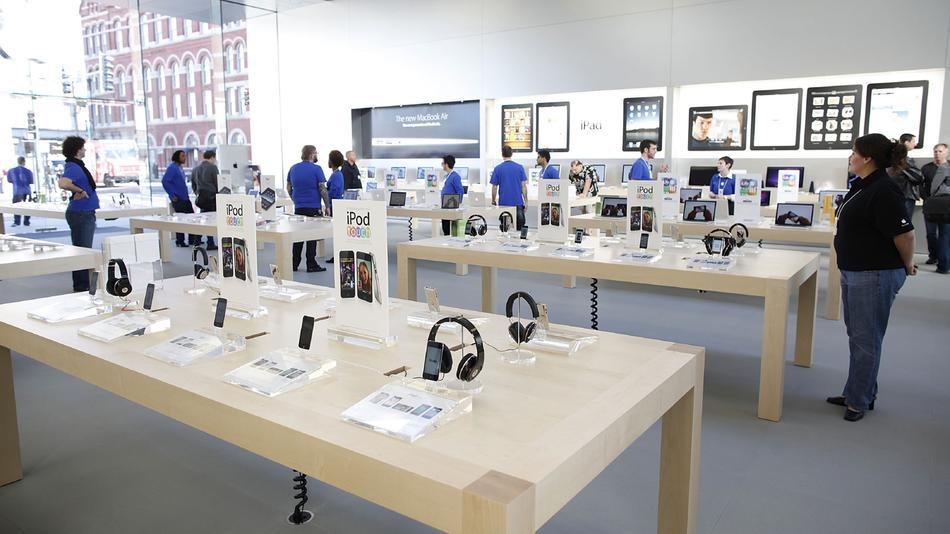 Apple Opens New Store I