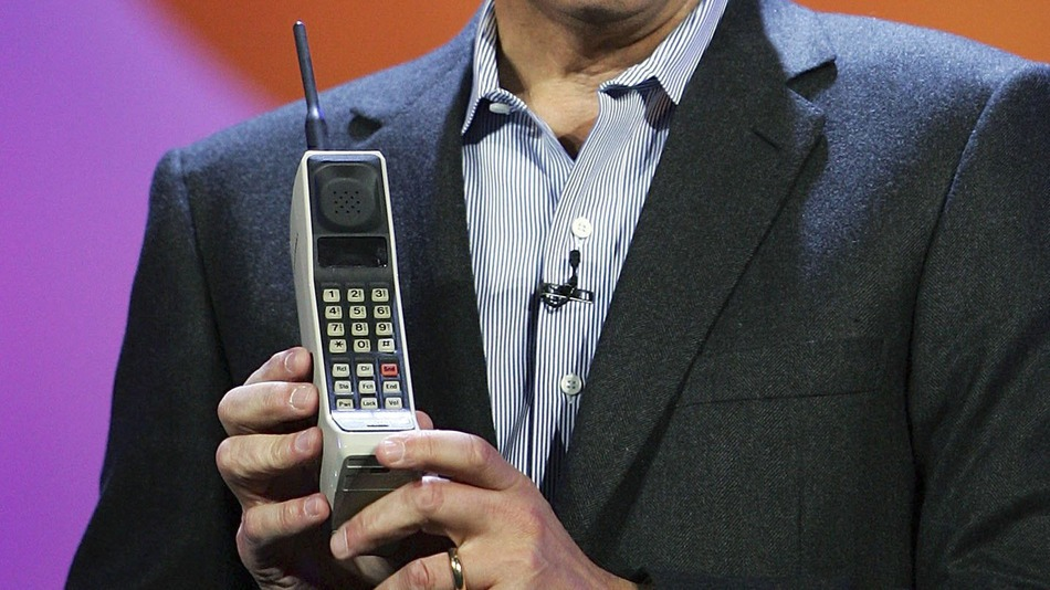 World's First Mobile Phone - Motorola-dynatac-8000x
