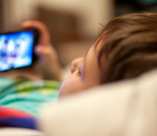 Android apps tracking kids